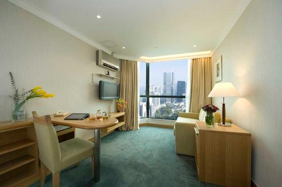 Bishop Lei International House: Harbour View Suite Living Room