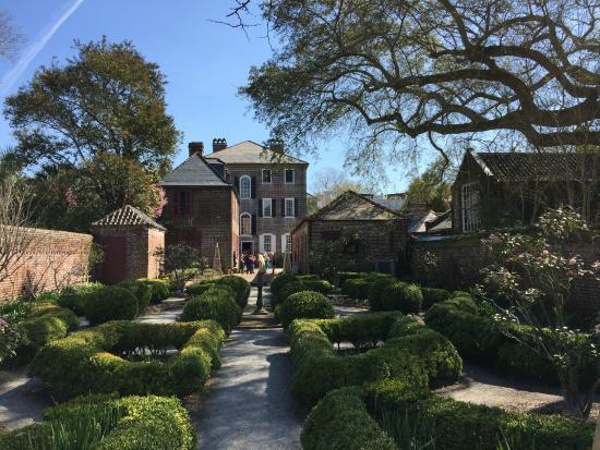 A Lovely Garden On Our Tour Picture Of Charleston Tea Party Tours Charleston Tripadvisor