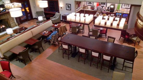 Hampton Inn and Suites Bethlehem : Breakfast Area