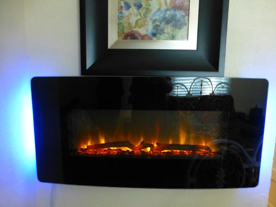 Gateway Restaurant and Lodge: fake fireplace-heater