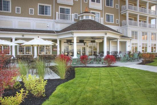 Watkins Glen Harbor Hotel: Exterior Patio