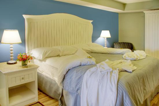Watkins Glen Harbor Hotel: Admiral Bed