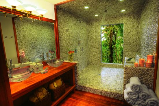 Belcampo Lodge: Rainforest Canopy Suite - Bathroom