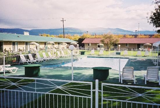 Okanagan Seasons Resort: Outdoor Pool R