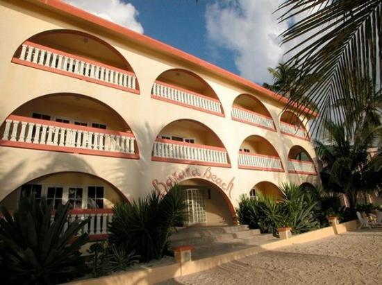 Banana Beach Resort: Exterior