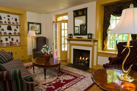 Joseph Ambler Inn: Lobby view