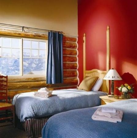 Saddle Ridge Condominiums: Guest Room
