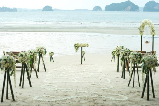 The Tubkaak Krabi Boutique Resort: Beach wedding