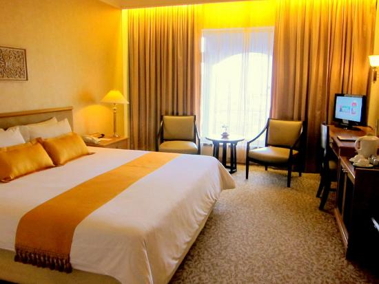 Indra Regent Hotel: Deluxe Room - queen or twin bed