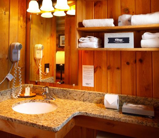 Cowboy Village Resort: Single Queen Cabin