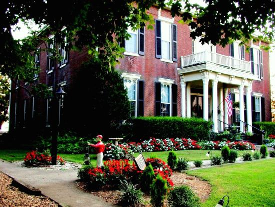 1851 Historic Maple Hill Manor Bed & Breakfast : Outdoor Shots New