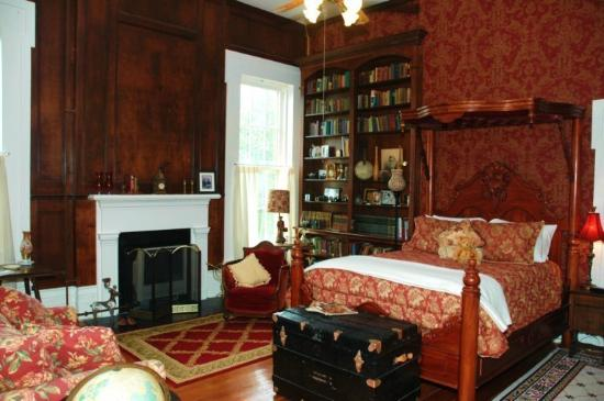 1851 Historic Maple Hill Manor Bed & Breakfast : Lincoln Library