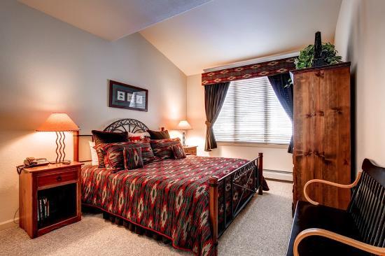 The Seasons Lodge at Arrowhead : Bedroom