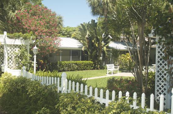 Cottages by the Ocean: Cottage Complex