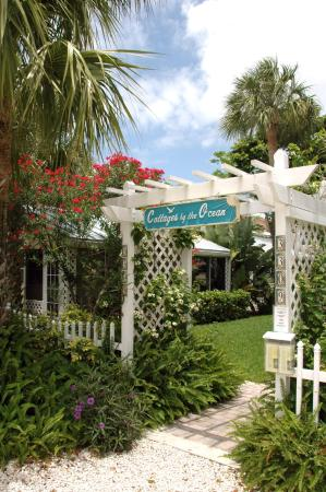 Cottages by the Ocean: Cottage Entry