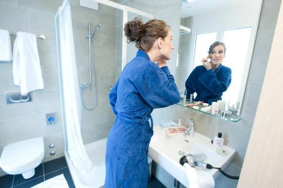 Hotel Krone Unterstrass: Shower Room Luxury