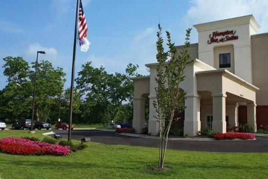 Hampton Inn & Suites Alexandria: Exterior
