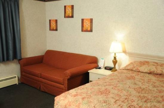 Wilbraham Inn: King With Sofa