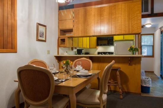 Mountain Retreat Resort: Dining