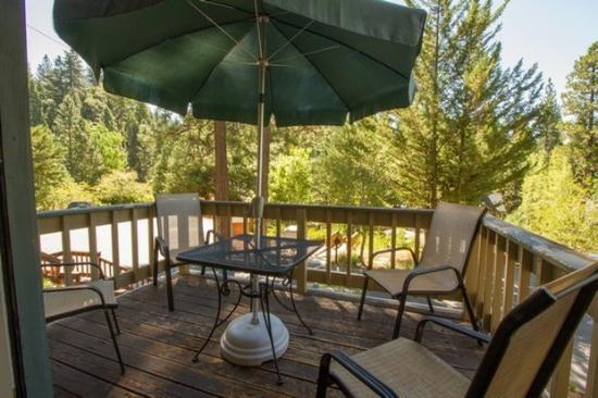 Mountain Retreat Resort: Deck
