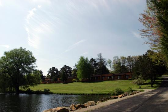 The Lodge at Chalk Hill: Lake view
