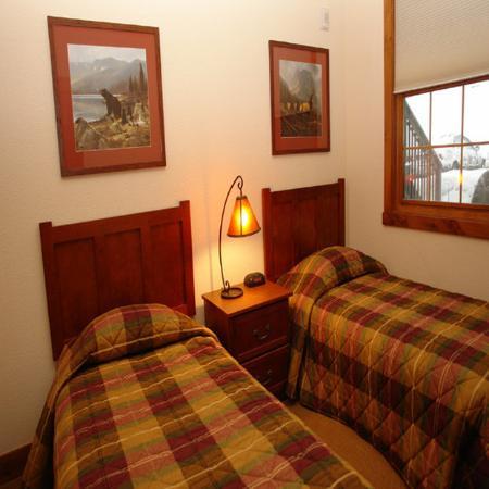 Kicking Horse Lodges: Bedroom KH