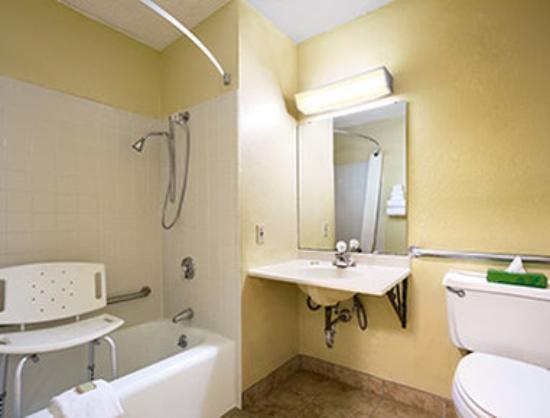 Super 8 Huntsville Alabama: ADA Bathroom