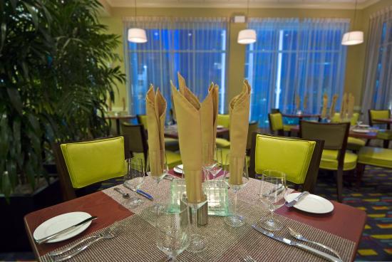 坦帕機場西岸希爾頓花園飯店照片