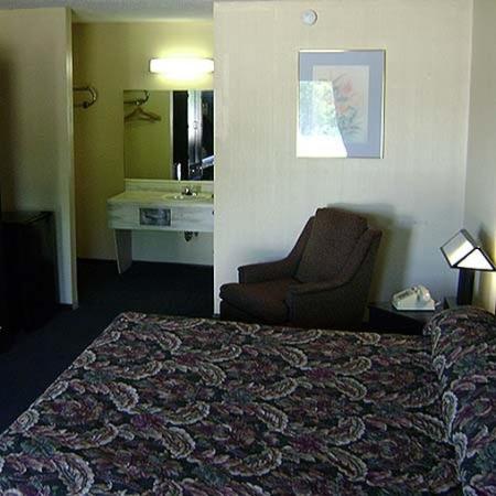 Carefree Inn: Allstate Inn Lebanon King Bed Smoking