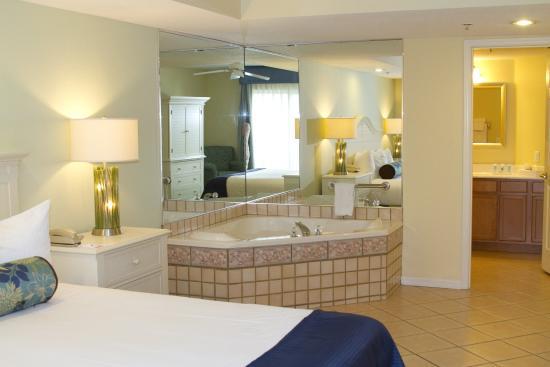 Wyndham Royal Vista : Suite Bathroom