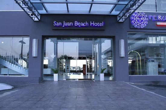 San Juan Beach Hotel: Driveway