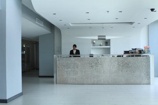 San Juan Beach Hotel: Front Desk