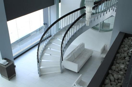 San Juan Beach Hotel: Lobby Stairs