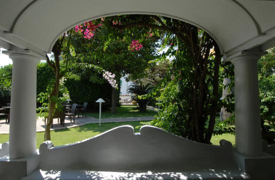 Hotel 'A Pazziella: Patio
