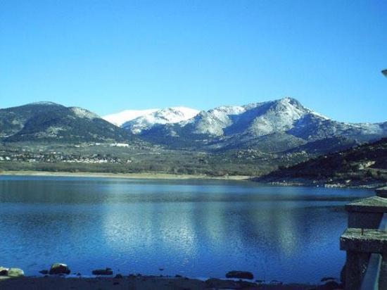 Hotel Las Gacelas: Lake