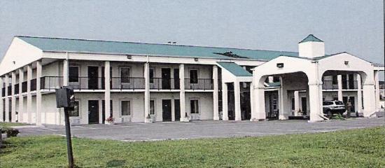Travelers Inn : Exterior