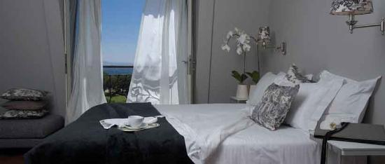 Cape Royale Luxury Hotel : Deluxe Suite with living area