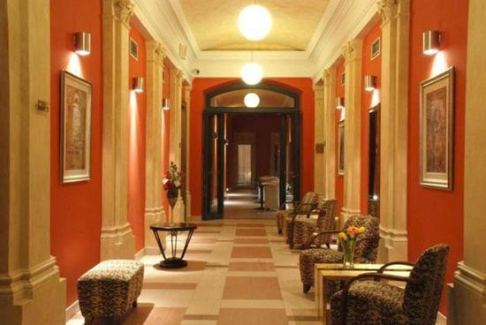 EA Embassy Prague Hotel: Corridor