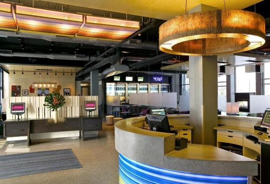 aloft Plano: Front Desk