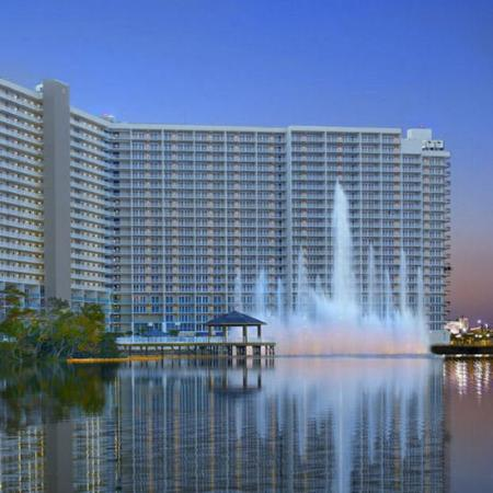 Laketown Wharf Resort: Exterior