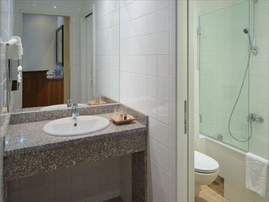 Regency Suites Hotel Budapest : Bathroom