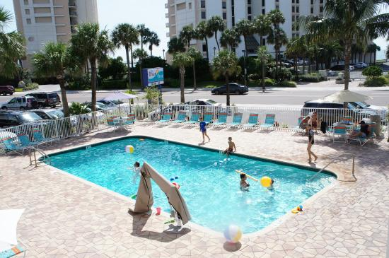Pelican Pointe Hotel and Resort: Heated Pool