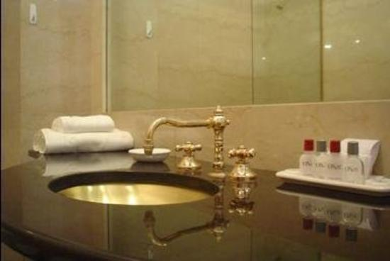 Onze Hotel Boutique: Bathroom
