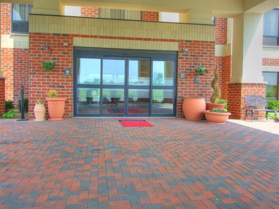 Hampton Inn Detroit / Utica - Shelby Township : Front Entrance