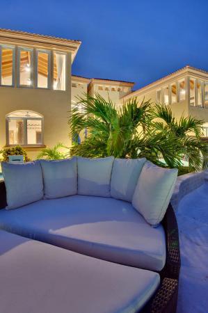 Belizean Cove Estates: Exterior