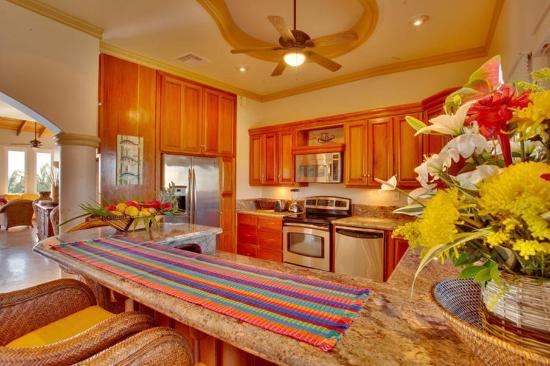 Belizean Cove Estates: Kitchen