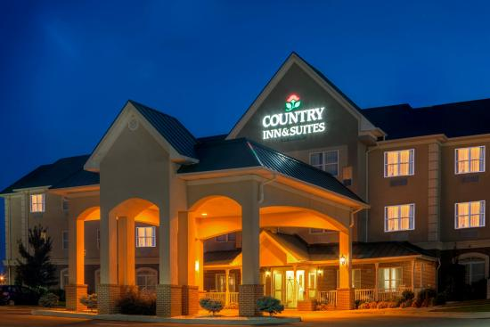 Country Inn & Suites by Radisson, Emporia, VA: CountryInn&Suites Emporia ExteriorNight