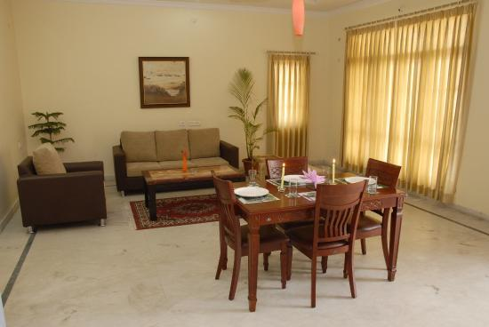 Pagoda Suites: Dining Suite