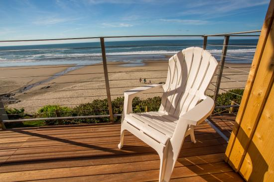 Pelican Shores Inn: Oceanfront Deck
