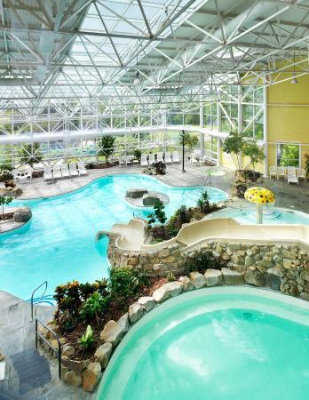 Steele Hill Resorts: Pool View